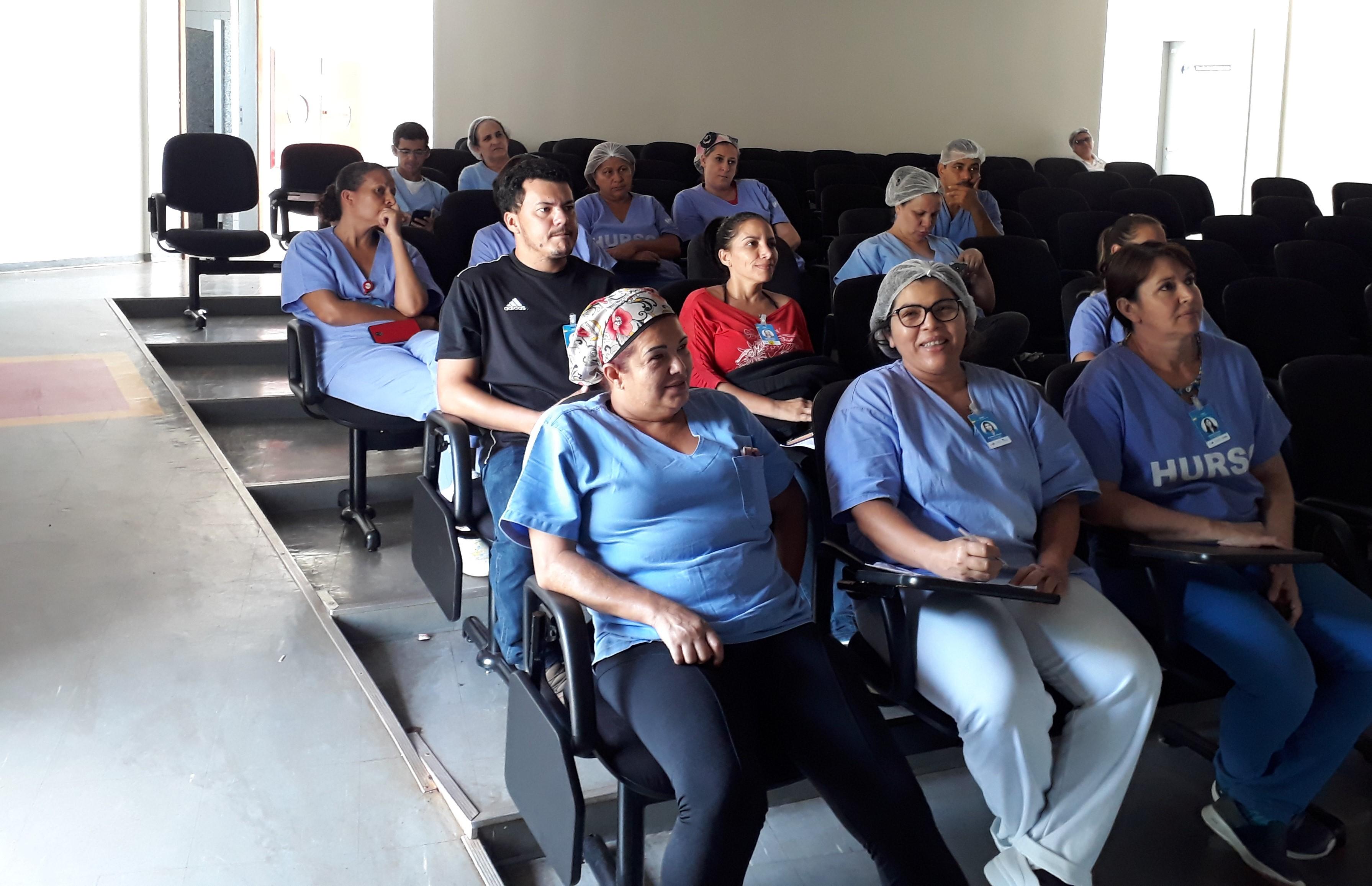 Colaboradores recebem treinamento sobre broncoaspiração no HURSO