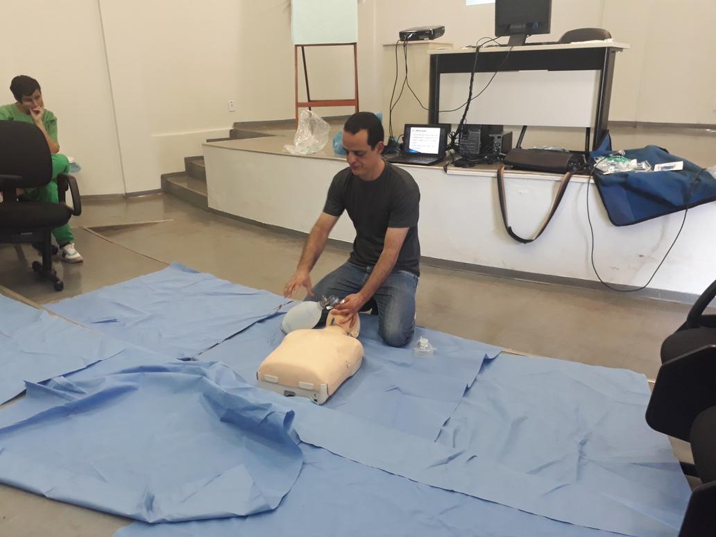 Colaboradores do HURSO recebem treinamento sobre parada cardiorrespiratória