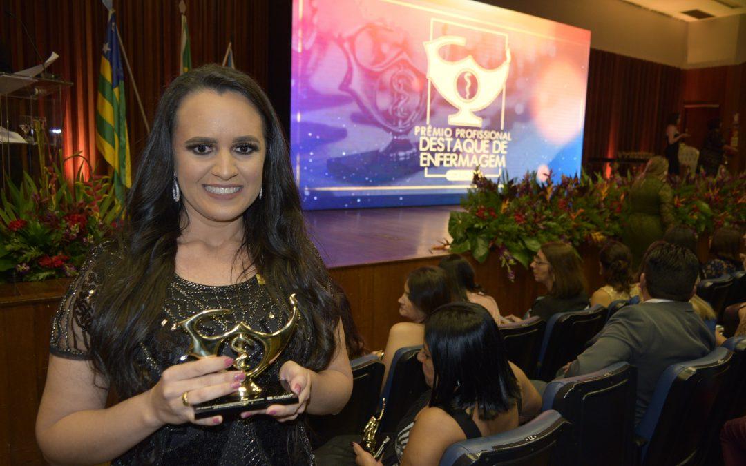 Enfermeira do HURSO é reconhecida pelo Prêmio Destaque de Enfermagem 2019